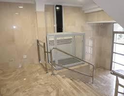 Plataforma elevadora vertical semi-cabinada